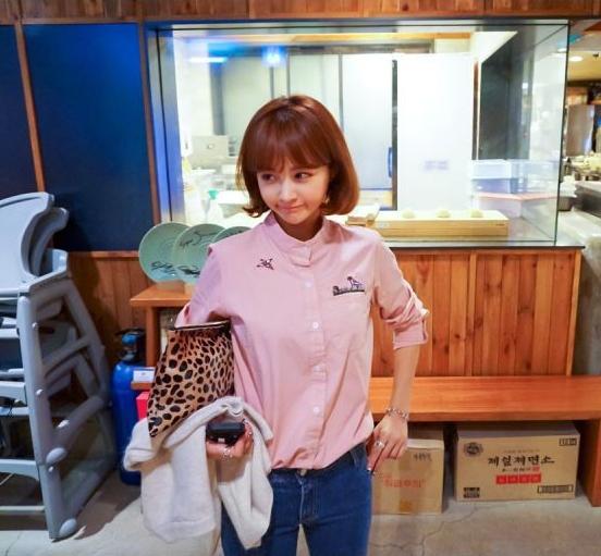 เสื้อเชิ้ตแฟชั่นแขนยาว คอปีน แต่งลายปัก สีชมพู