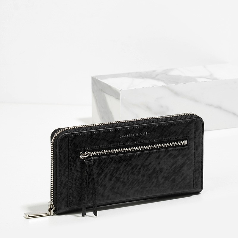 CHARLES & KEITH FRONT ZIP DETAIL WALLET *สีดำ