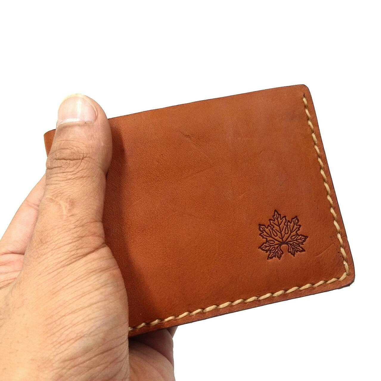 กระเป๋าสตางค์ผู้ชาย เย็บด้วยด้ายเทียนจากญี่ปุ่น เรียบหรู มีระดับ ผลิตจากหนังแท้ทั้งใบ หนังฟอกฟาด(อิตาลี)