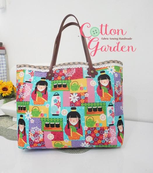 กระเป๋าผ้าอเมริกา สีสันสดใส ทรงสะพายข้าง สายหนังแท้ ใส่ของจุใจ มีช่องด้านใน ขนาด 30 x 30 cm (สินค้าฝากขาย ไม่บวกเพิ่ม )
