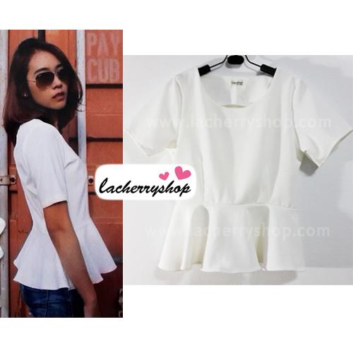 เสื้อแฟชั่น สีขาว ผ้าฮานาโกะ ทรงสวย เนื้อผ้านิ่ม อยู่ทรง ไม่ยับง่าย ใส่สบาย สินค้าคุณภาพ ราคาไม่แพง