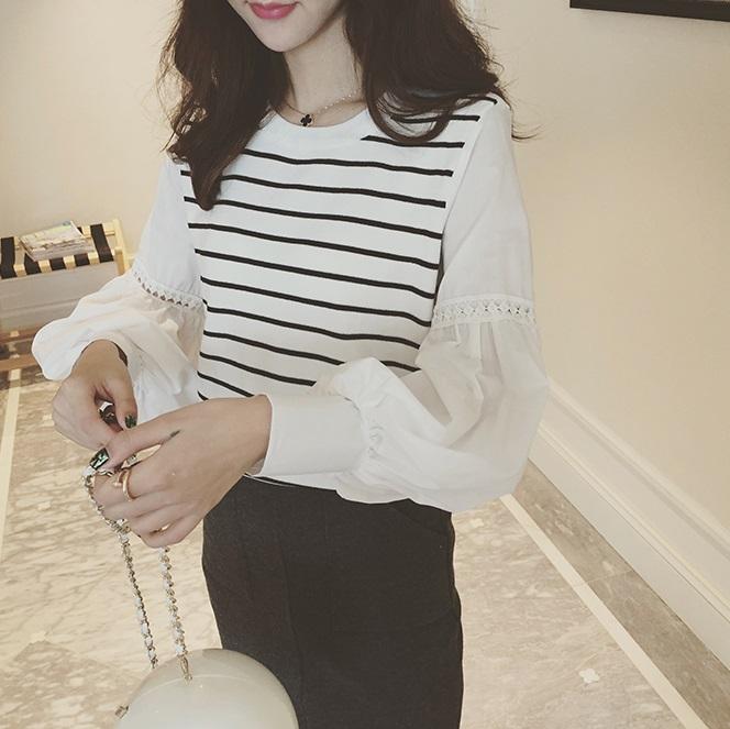 เสื้อแฟชั่นเกาหลี แขนยาว แต่งแขนเสื้อน่ารักเก๋ๆ ตามภาพ คัวเสื้อลายขวางขาวดำ