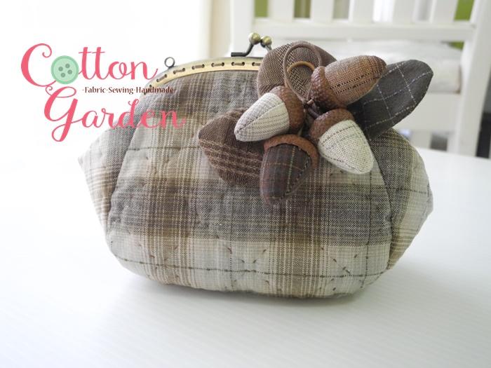 กระเป๋าปิ้กแป๊กลูกโอ้ค ผ้าทอญี่ปุ่นอย่างดี ของจุกจิก ขนาดปากกระเป๋ากว้าง 12 cm ตัวกระเป๋า กว้าง 18 สูง 11 ซม