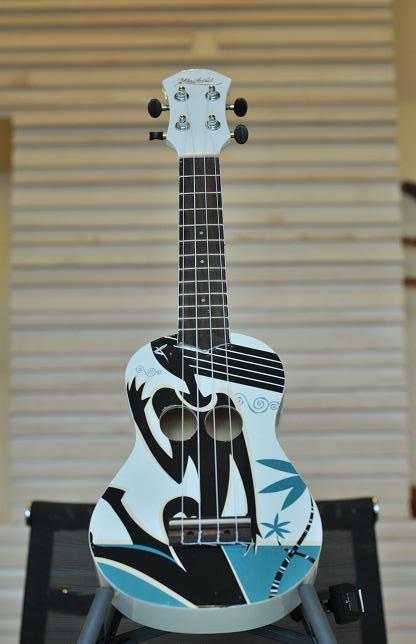 """อูคูเลเล่ Ukulele Waikiki Girl Bass Wood สาย Aquila Soprano 21"""" ฟรีกระเป๋า"""