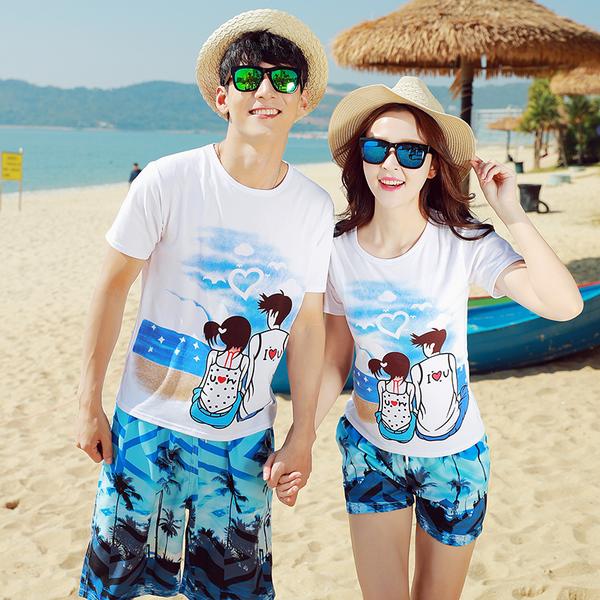 เสื้อคู่รัก ชุดคู่รักเที่ยวทะเลชาย +หญิง เสื้อยืดสีขาวลายสวีทริมทะเล กางเกงขาสั้นลายต้นมะพร้าวโทนสีฟ้า +พร้อมส่ง+