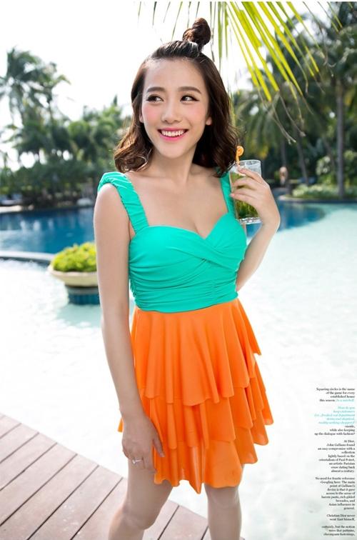 พร้อมส่ง ชุดว่ายน้ำทรงแซก เซ็ต 2 ชิ้น โทนสีเขียวส้ม ชุดแซกแต่งระบายน่ารักมากๆ (ชุดแซก + กางเกงขาสั้น)