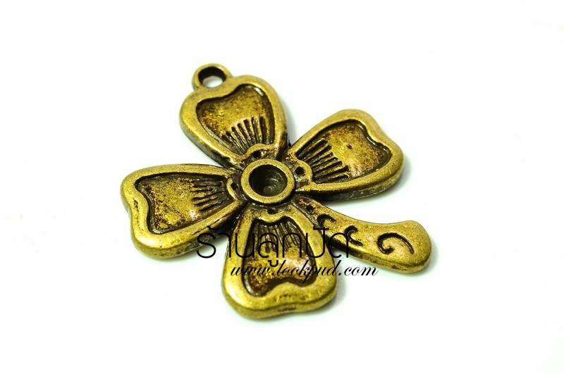 จี้ทองเหลืองรูปต้นดอกไม้ ขนาด 23 มิล ยาว 21 มิลราคา 15 บาท