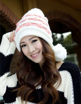 หมวกไหมพรมแฟชั่นเกาหลีพร้อมส่ง ทรงดีไซต์เก๋ แต่งลายสีขาวสลับชมพู มีจุกด้านข้าง