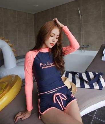 ชุดว่ายน้ำแขนยาว ลำตัวน้ำเงินกรมท่า แขนสีส้มโอรสสวยๆ กางเกงขาสั้น