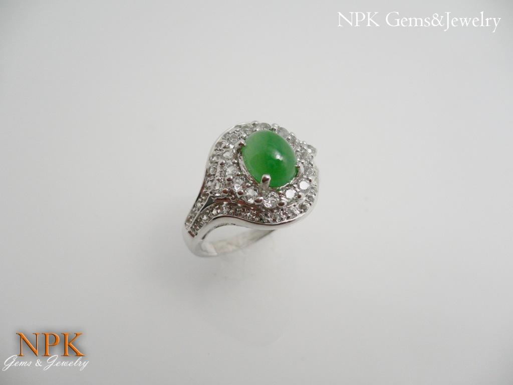แหวนหยกพม่าล้อมไวท์โทปาซ (Burma Jade With White Topaz Silver Ring)