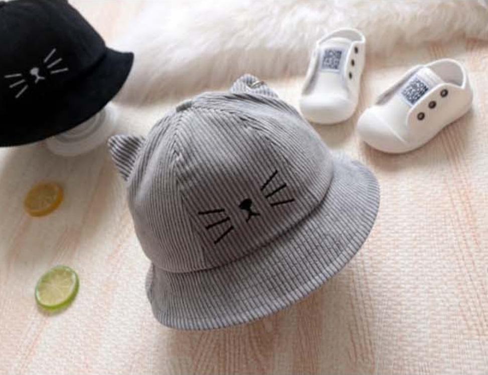 หมวกปีกผ้าลูกฟูกสีเทาแต่งลายหน้าแมว แพ็ค 2 ชิ้น