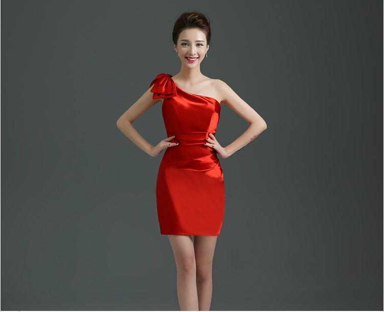พร้อมส่ง ชุดราตรี สีแดง China Red บ่าเฉียง ทรงเข้ารูป ผ้าซาติน แต่งโบว์ที่ไหล่ (ซิปข้าง)