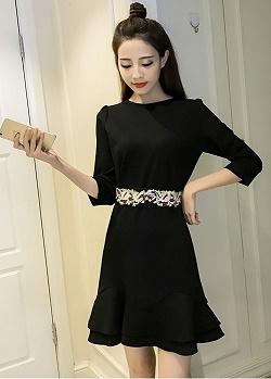 เดรสผ้าคอตตอนผสม spandex เนื้อนุ่มมาก สีดำ แขนยาวสี่ส่วน พร้อมผ้าผูกเอวปักลายสวยมากๆๆค่ะ