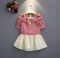 ชุดเด็กน่ารัก เสื้อคอปาดแต่งปก ลายสก็อตสีแดง พร้อมกระโปรงสีครีม น่ารัก