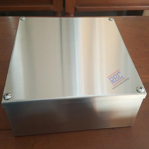 กล่องสแตนเลสพลูบล็อก RP-05 ขนาด 250x250x100mm.