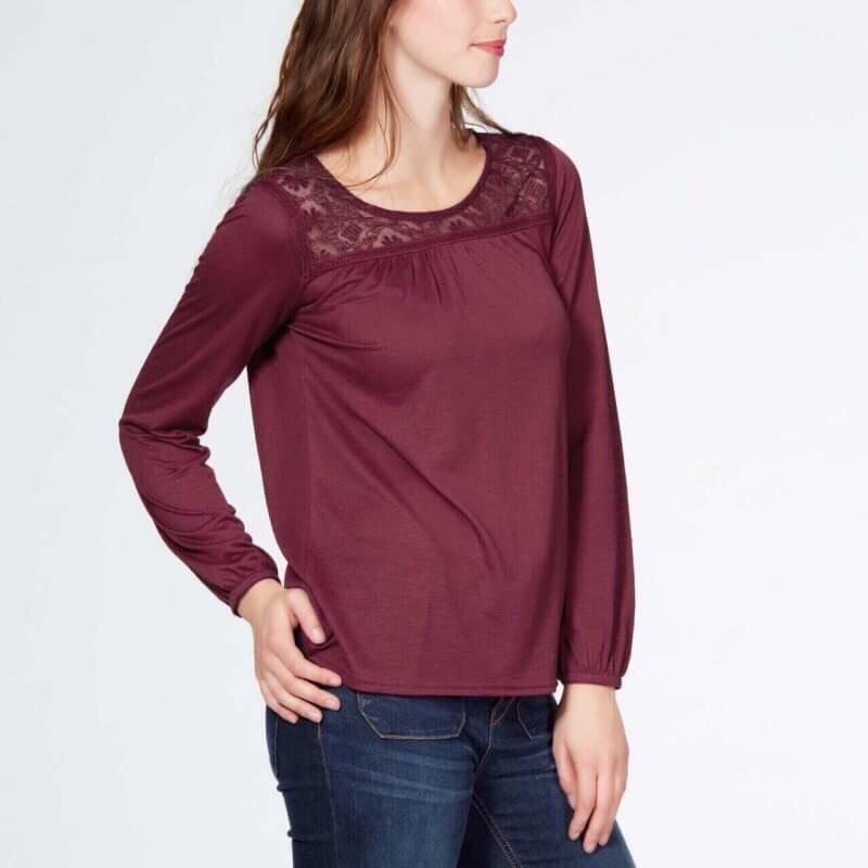 (ไซส์ XL หน้าอก 46-48 ยาว 28 นิ้ว)เสื้อยืดช่วงคอเสื้อเย็บคอลูกไม้ สีเลือดหมูแขนยาว ยี่ห้อ kiabi ทรงหลวมๆใส่สบายๆ ผ้านิ่มๆใส่สบายๆคะ สำเนา