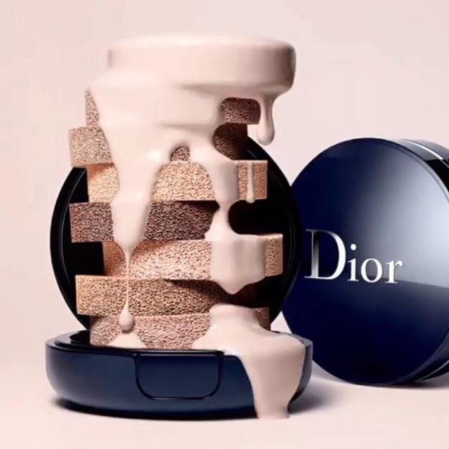 Dior Diorskin Forever Perfect Cushion ขนาด 4 g +พัฟ รองพื้นในรูปแบบคุชชั่นที่สามารถใช้ในตอนเช้าเพียงอย่างเดียว