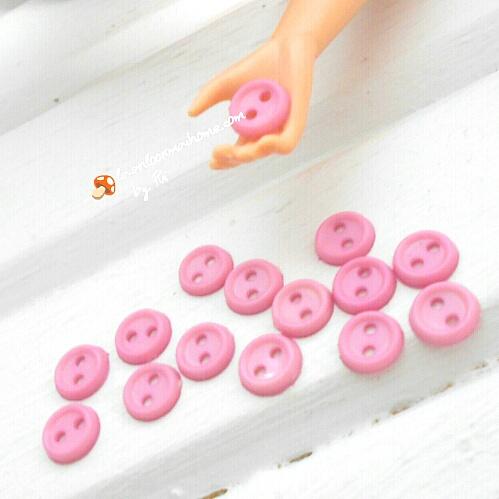 กระดุมสีชมพูขนาด 5 mm 1 แพคมี15 เม็ด