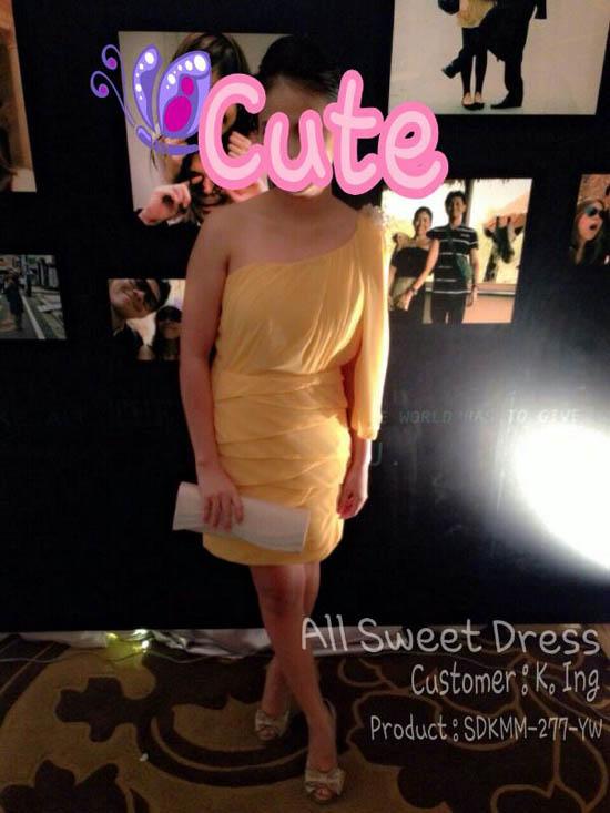 ภาพจากสองคุณอิงค์ส่งมาให้จากวันงานหลังจากใช้บริการเช่าชุดราตรีเดรสสั้นในธีมสีเหลืองสวยเก๋ พร้อมยืมกระเป๋า clutch ออกงานของร้านแบบฟรีๆ ตามโปรโมชั่นของร้าน All Sweet Dress ค่ะ ลูกค้าขี้อายค่ะ ไม่ประสงค์ให้เห็นหน้าเลยทำตัวอักษรบังหน้าไว้นะคะ อยากอวดชุดสวยพร้อมบริการที่ได้รับแบบประทับใจเนื่องจากวันที่ลูกค้าติดต่อมาลูกค้าไม่สบายอยู่ และต้องรีบใช้ยังหาชุดไม่ได้และได้ค้นหาจาก google จึงเจอร้านเรา ทางร้านจึงขับรถไปส่งให้ถึงที่ที่บ้านลูกค้าย่านถนนคุ้มเกล้า ลาดกระบังค่ะ ลูกค้าดีใจมากและทางร้านก็ยินดีบริการให้ค่ะจึงได้ภาพสวยๆ ที่ลูกค้าเต็มใจส่งมาอวดกันเลย อิอิ Credit Customer K.Ink