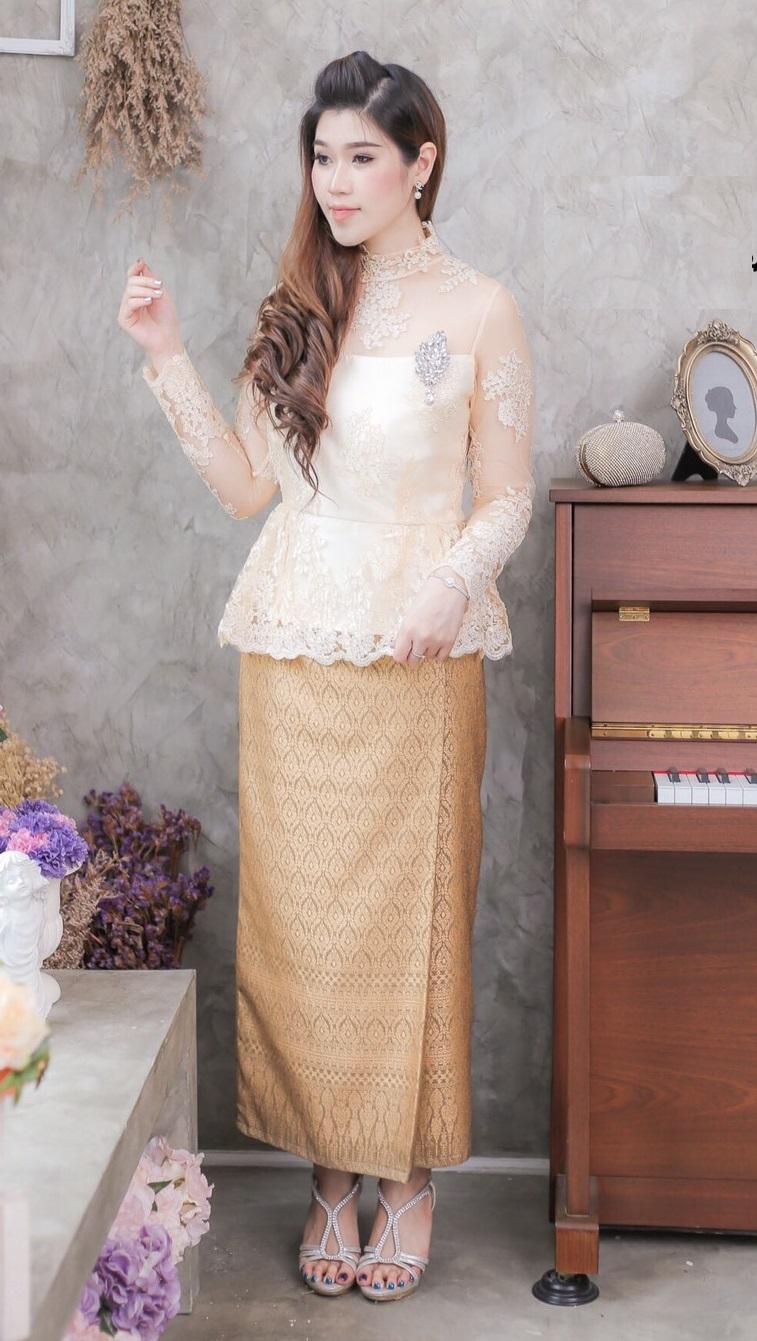 (Size 2XL ) ชุดแม่เจ้าสาว ชุดแม่เจ้าบ่าว ชุดไปงานบวช Set เสื้อลูกไม้แขนยาว เนื้อผ้าอย่างดีสั่งทำพิเศษ มาพร้อมกระโปรงผ้าถุงป้ายสำเร็จ
