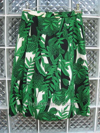 (Sold Out!!) กระโปรงแฟชั่น กระโปรงแนววินเทจ สีเขียวลวดลายสวยสดใส cutting เนี๊ยบ