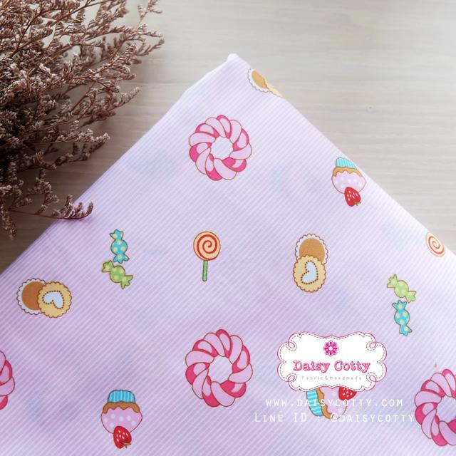 ผ้าคอตตอนไทย 100% 1/4 ม.(50x55ซม.) พื้นลายทางสีชมพู ลายคัพเค้ก
