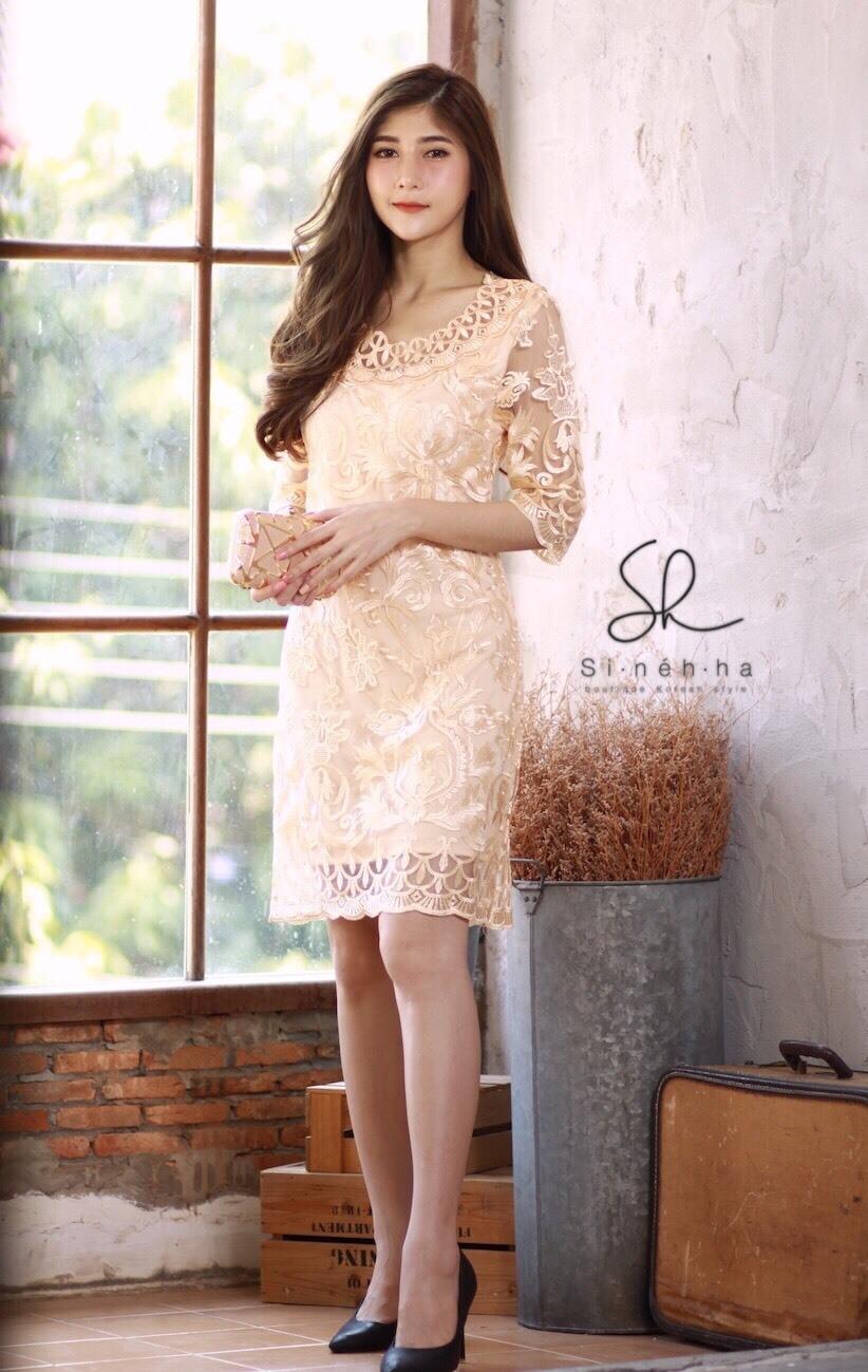 เดรสเกาหลี พร้อมส่่ง Dress ซีทรูปักผ้าดิ้น