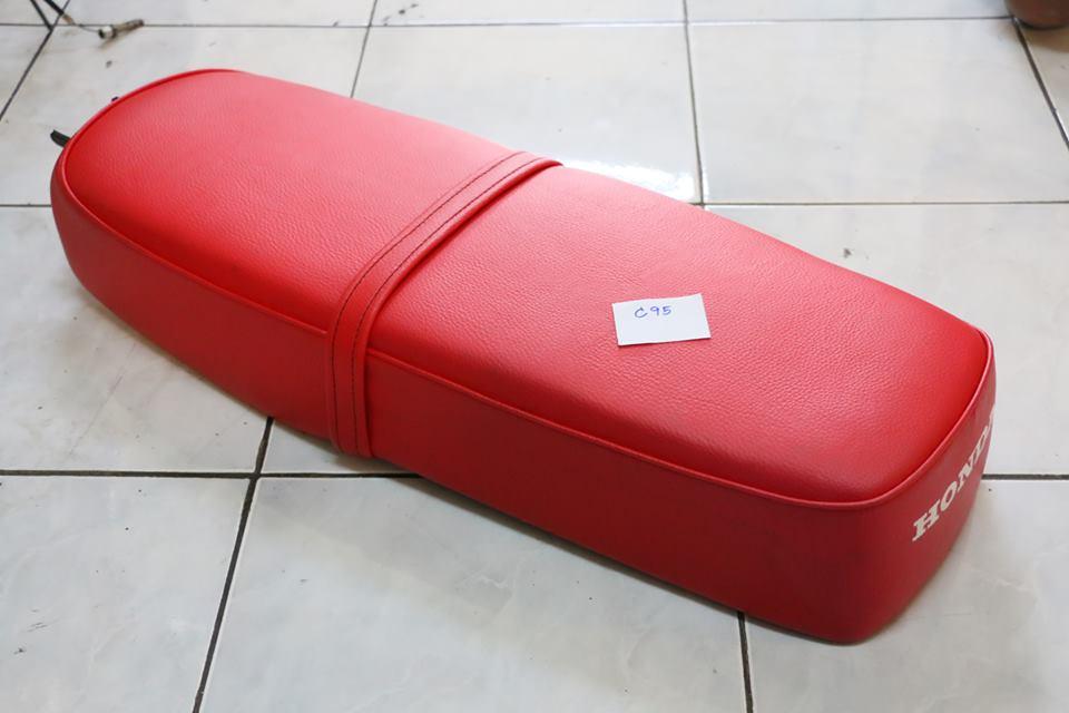 เบาะยาวฟองน้ำ Honda C92 C95 พื้นเหล็ก งานใหม่-ไม่แท้ สีแดง