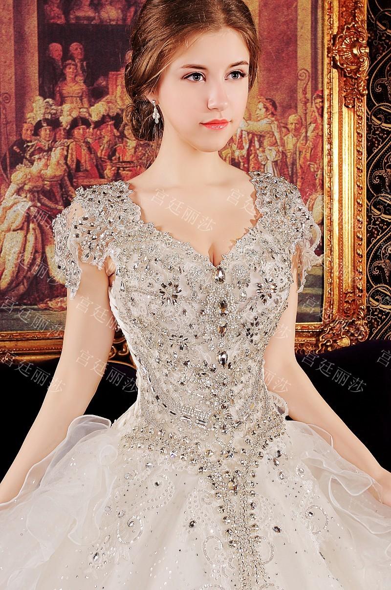 จำหน่ายชุดแต่งงาน ชุดราตรีผู้ใหญ่ และเด็ก ชุดพรีเว็ดดิ้ง จิวเวลรี่ กระเป๋าคลัทช์ ดอกไม้แต่งรถเจ้าสาว และอุปกรณ์แต่งงานอื่นๆ