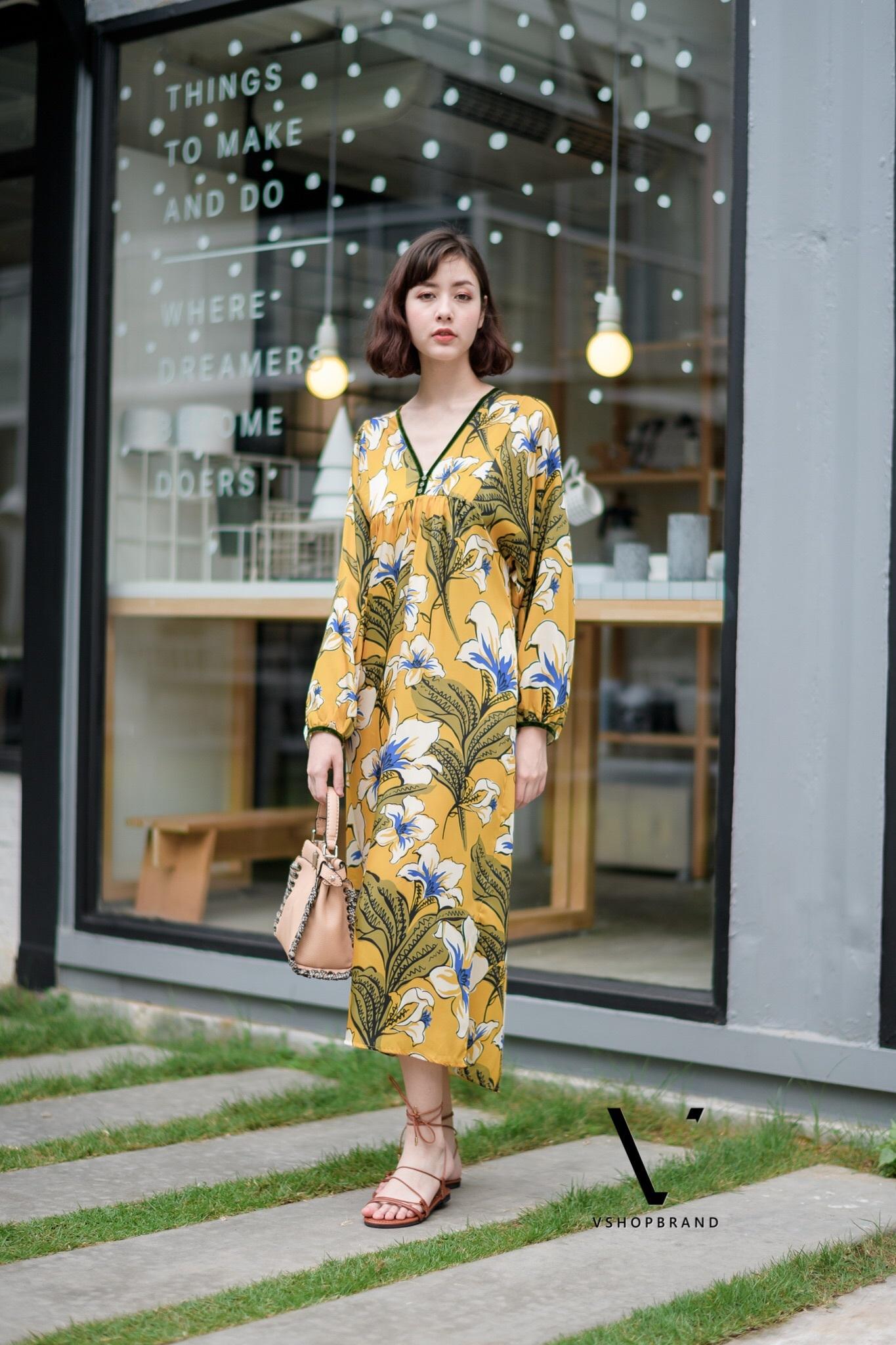 ชุดเดรสเกาหลี พร้อมส่ง เดรสลายดอก คอวี ผ้าพริ้ว