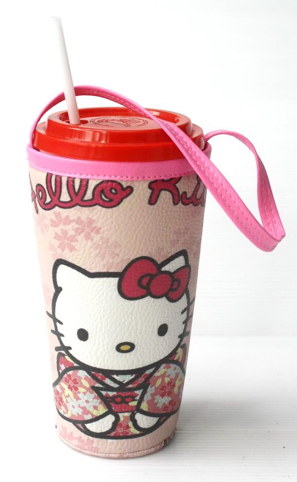 แก้วเก็บความเย็น สะดวกสบายด้วยหูหิ้ว ลาย Hello Kitty Kimono บนพื้นชมพู เก็บความเย็นได้กว่า 5 ชั่วโมง