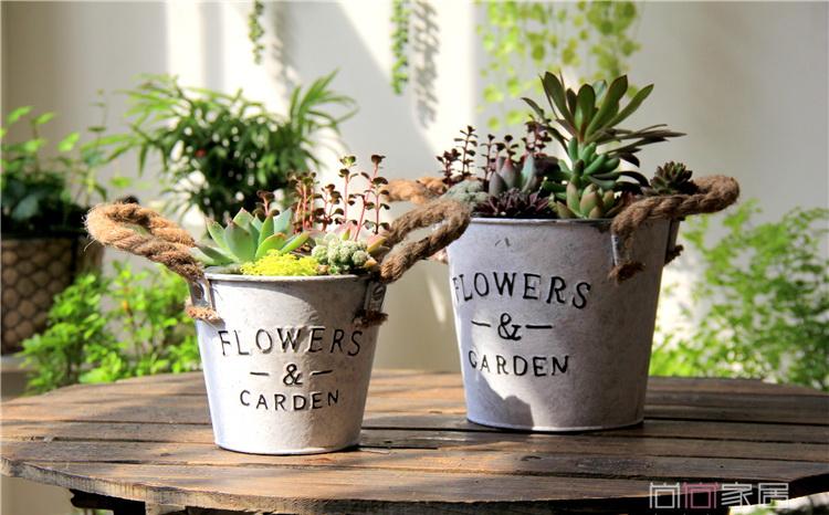 พร้อมส่ง ถัง กระถางต้นไม้สังกะสีมีหูหิ้วเชือกปอ ลาย Flower & Garden ทำสีพื้นเก่า Zakka มี 2 ขนาด