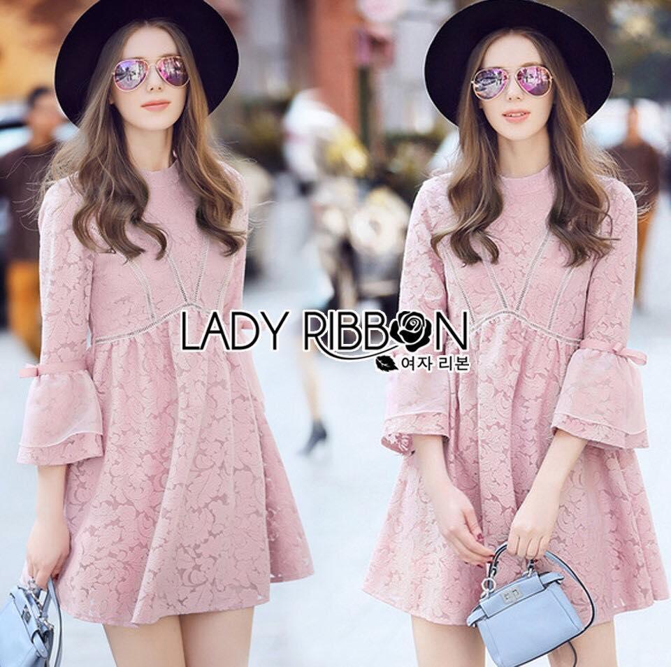 Lady Ribbon's Made Lady Helena Pretty Cute Pink Lace Mini Dress มินิเดรสผ้าลูกไม้สีชมพูอ่อนสุดหวาน ลุคนี้ออกแนวคุณหนูๆ เจ้าหญิงนิดๆ ใส่ในวันสบายๆ ทรงชุดเป็นแบบปล่อยๆ เดินเส้นลูกไม้ต่อลายที่หน้าอก ชายแขนเส้อตกแต่งริบบิ้น **งาน Premium Quality ป้าย Lad