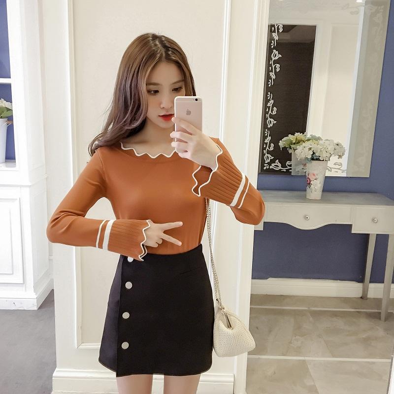 เสื้อแฟชั่นเกาหลี แขนยาว แต่งรอบคอและปลายแขนหยัก แถบขาว สีน้ำตาล