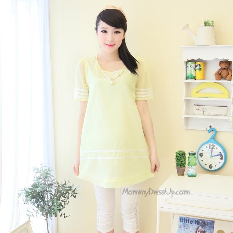 เสื้อคลุมท้องสีเหลืองอ่อน มีประดับสร้อยมุกที่คอ น่ารักมากๆค่ะ