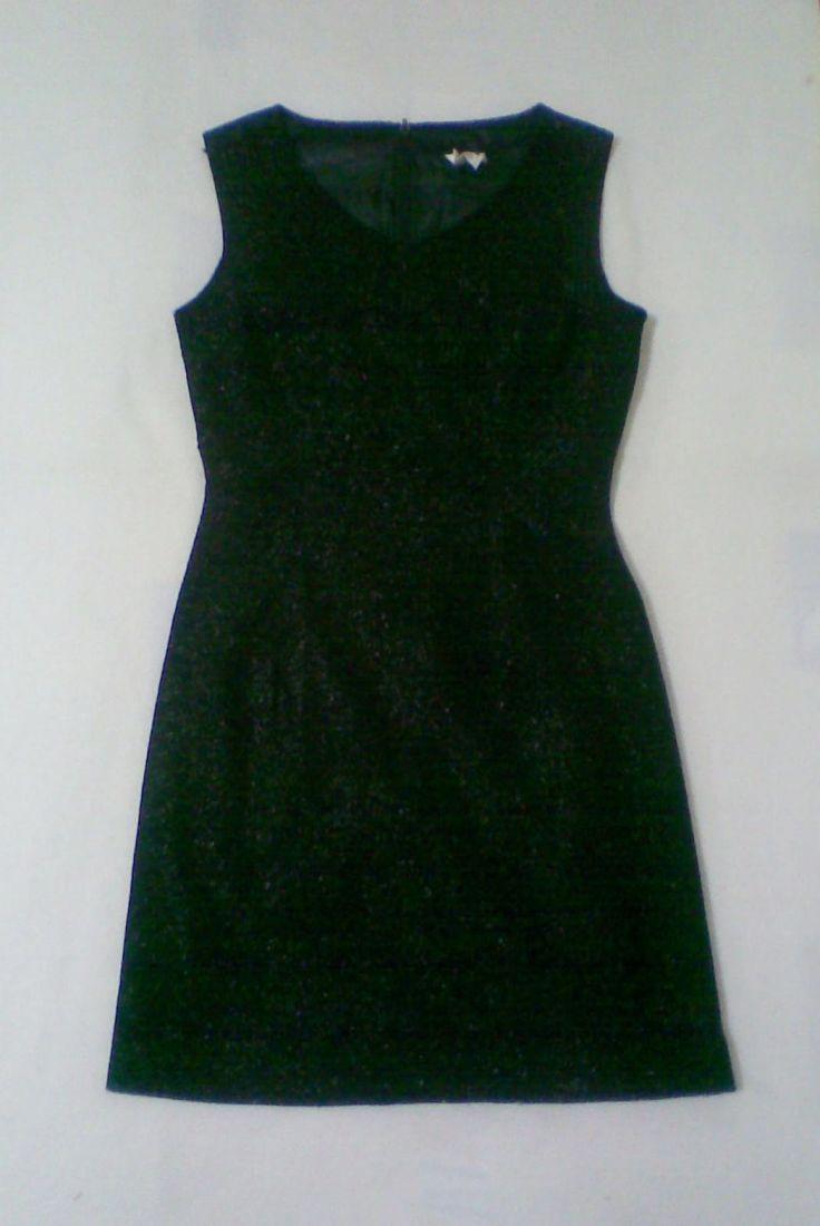 ชุดแซกแขนกุดผ้าเกาหลีสีดำ ผสมผ้าเกล็ดวาวๆ ทั้งตัว มีซับในพร้อมซิบซ่อนด้านหลังใส่สวย
