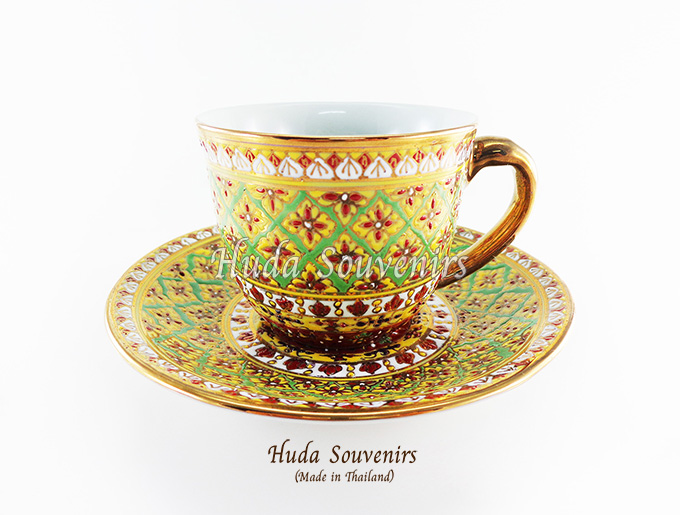 ของที่ระลึก แก้วกาแฟเบญจรงค์ ทรงกลม ลวดลายดอกพิกุล โทนสีเขียว ลายเนื้อนูนเคลือบผิวเงา สินค้าพร้อมส่ง (ราคาไม่รวมกล่อง)