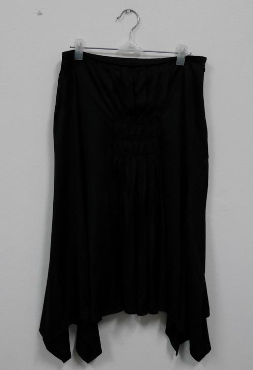 Jp2299 กระโปรงผ้ายืดสีดำ ซิปข้าง ไม่มีซับใน งานญี่ปุ่น รอบเอว 29 นิ้ว