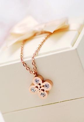 New Clover flower necklace rose gold color