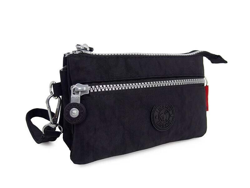 กระเป๋าคล้องมือ ผ้าเนื้อ Kipling สีดำเข้ม
