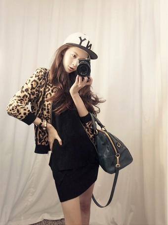 เสื้อแจ็คเก็ต ผ้ากำมะหยี่พิมพ์ลาย Leopard สีน้ำตาล